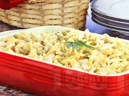 Салата от макарони с грах, пиле и майонеза - снимка на рецептата